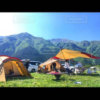 空,屋外,車,山,草,キャンプ,テント,景観,日中