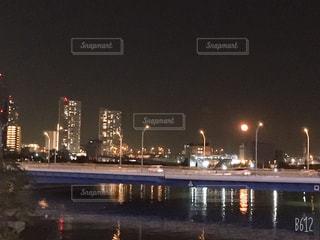 空,建物,夜,屋外,水面,都会,高層ビル,満月