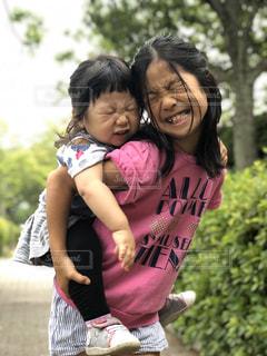 子ども,2人,屋外,少女,樹木,人,幼児,姉妹,お散歩