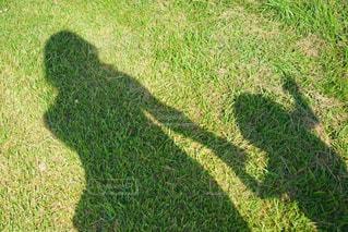 家族,2人,親子,草,人影,シャドウ