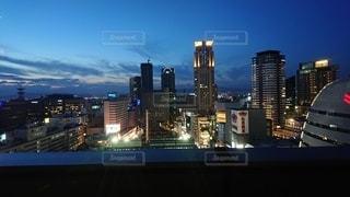 空,建物,夜,大阪,綺麗,夕暮れ,都会,オシャレ,高層ビル,点灯,クラウド,都市の景観