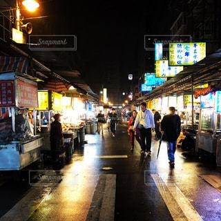 夜,海外,商店街,都会,人,たくさん,歩道,台湾,夜市,通り
