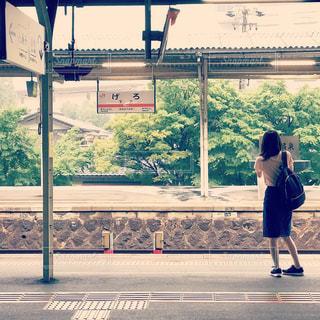 女性,1人,駅,電車,田舎,少女,人,ホーム,待つ,下呂