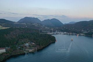 芦ノ湖の上空の写真・画像素材[3032829]
