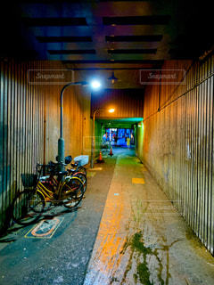 自転車,雨,高架下,歩道,鶴橋