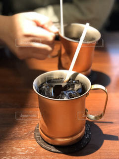 男性,コーヒー,テーブル,マグカップ,食器,カップ,ドリンク,飲料,コーヒー カップ