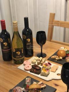 美味しいワインで乾杯!の写真・画像素材[4338986]