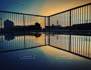 雨上がりの夕焼けの写真・画像素材[4878687]