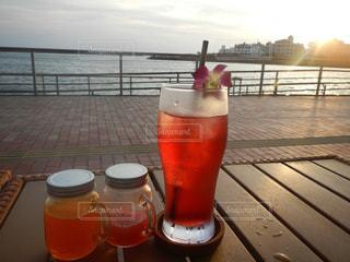 飲み物,海,空,海辺,乾杯,夕陽,ドリンク,パーティー,手元,ソフトド リンク