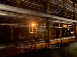 夜列車からの工場夜景の写真・画像素材[3032383]