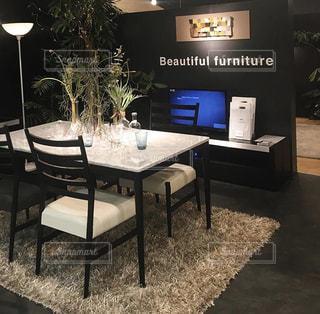 インテリア,モノクロ,テーブル,オシャレ,家具,ソファ,デザイン,観葉植物,ダイニングテーブル,お洒落