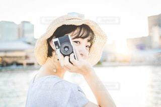 カメラと私の写真・画像素材[3383173]