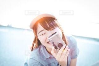 カメラと笑顔の写真・画像素材[3617574]