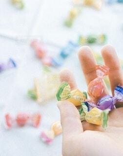 食べ物,手,指,手持ち,人物,人,キラキラ,甘い,ポートレート,美味しい,ライフスタイル,キャンディ,手元,物,持つ