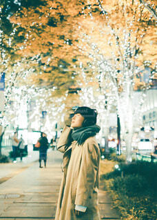 ファッション,風景,冬,屋外,大阪,コート,マフラー,手,道路,女の子,少女,光,イルミネーション,電気,人,笑顔,イベント,クリスマス,ヘッドホン,サンタ,ポートレート,少年,男の子,ニット,グランフロント,トナカイ,クリスマスイルミネーション,グランフロント大阪,アウター,PR,人間の顔,ファッションアクセサリー,グランフロントクリスマス,ジャパンゴールド