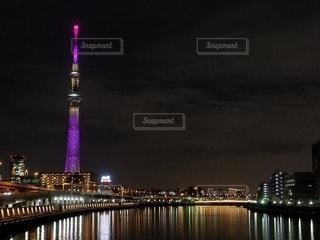 空,建物,夜,夜景,屋外,スカイツリー,川,水面,タワー,ライトアップ,高層ビル,点灯