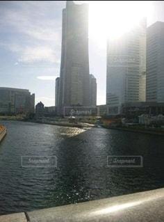 空,建物,川,水面,タワー,都会,旅行,高層ビル,横浜の街