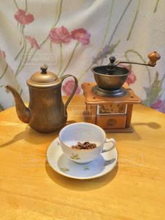 コーヒー,テーブル,皿,豆,食器,ドリップ,ティーポット,コーヒーミル,コーヒー カップ,磁器