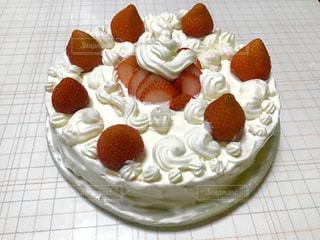 皿の上のケーキの写真・画像素材[3197149]