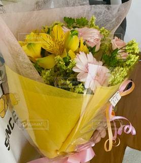 花束のプレゼントの写真・画像素材[3209950]