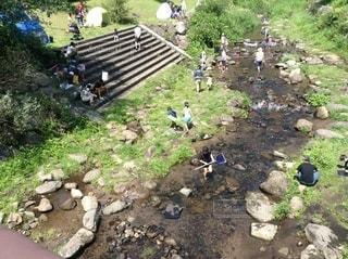 川遊びする人達の写真・画像素材[3640410]