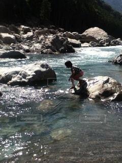 川で遊ぶの写真・画像素材[3640407]