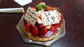食べ物,ケーキ,屋内,デザート,テーブル,果物,ベリー,おいしい,誕生日ケーキ,イチゴ