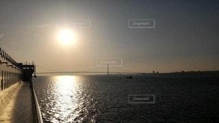 風景,海,空,橋,屋外,太陽,夕暮れ,船,水面,桟橋,サンセット