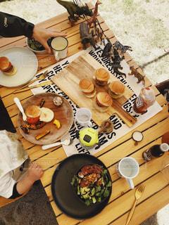 子ども,家族,食べ物,コーヒー,食事,テーブル,皿,食器,バースデーパーティー,コーヒー カップ,アウトドア飯