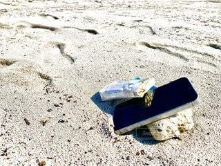 屋外,砂,砂浜,タバコ,スマホ,地面