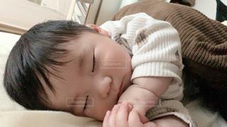 お昼寝する男の子の写真・画像素材[3193700]