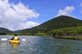 湖でのカヌーの写真・画像素材[3583882]