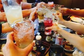 飲み物,人物,グラス,乾杯,ドリンク,手元