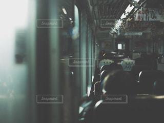女性,男性,5人以上,電車,窓,車内,日常,通勤,つり革,シート