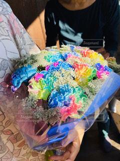 女性,花,花束,レインボー,鮮やか,人,お祝い,カーネーション,色