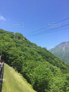 ロープウェイのある山の写真・画像素材[3240435]