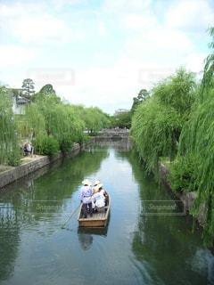 川の船に乗った人々の写真・画像素材[3240576]