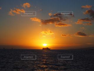 自然,海,空,太陽,ビーチ,雲,夕暮れ,船,水面,ハワイ,日の出