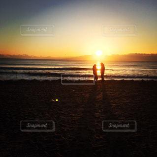 恋人,風景,空,屋外,太陽,ビーチ,夕暮れ,海岸,日の出