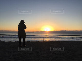 海,夕日,夕暮れ,海辺,海岸,立つ,日の出,御来光