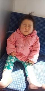 女性,子ども,1人,人,赤ちゃん,幼児,寝たふり