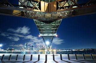 空,建物,橋,屋外,水面,タワー,都会,高層ビル,都市の景観
