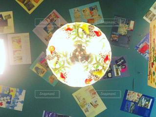 ライトとおしゃれな天井の写真・画像素材[3050693]