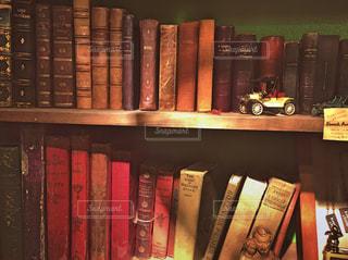 本でいっぱいの本棚の写真・画像素材[3053167]