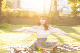 女性,ファッション,風景,公園,秋,紅葉,屋外,本,読書,少女,草,人,笑顔,夕陽,恋,私服