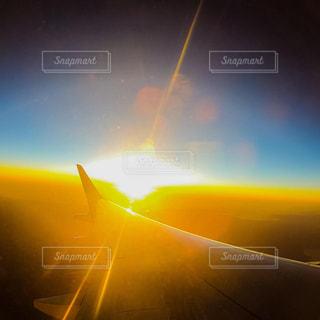 空,太陽,空の上,飛行機,ぼかし,朝焼け,日の出,上空,航空機,初日の出,景観