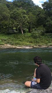 子ども,家族,1人,川,水面,樹木,夏休み,川遊び
