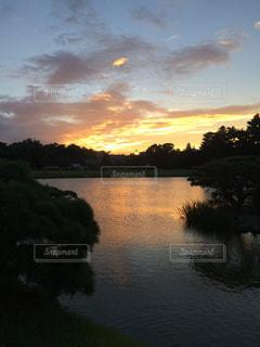 自然,風景,空,屋外,湖,雲,夕焼け,夕暮れ,川,水面,海岸,景色,樹木,旅行,ロマンチック,日中,クラウド