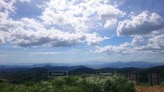 自然,風景,空,夏,屋外,太陽,緑,草原,雲,山,草,樹木,新緑,山頂,快晴,爽快,草木,眺め,日中,山腹