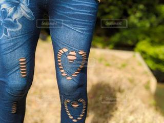 女性,屋外,足,ジーンズ,草,ハート,人,脚,デニム,ジーパン,履物,ズボン,身に着ける